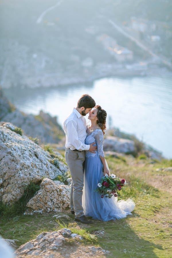 Ein Heiratsliebendes merriage Paare des brautbräutigams lizenzfreie stockfotos