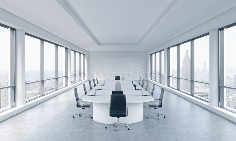 Ein helles modernes panoramisches Konferenzzimmer in einem modernen Büro mit New- York Cityansicht Das Konzept der Sitzung des Br vektor abbildung