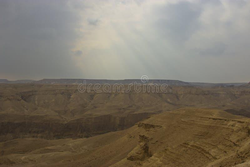 Ein Hemar-Fluss in einer israelischen Wüste lizenzfreies stockfoto