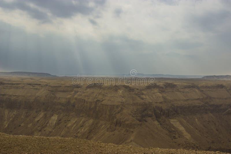 Ein Hemar-Fluss in einer israelischen Wüste stockfoto