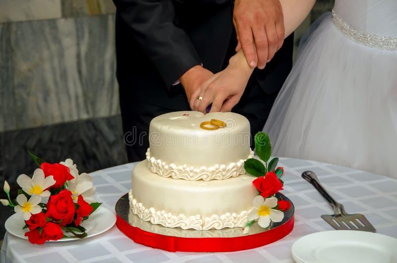 Ein Hochzeitskuchen stockbilder