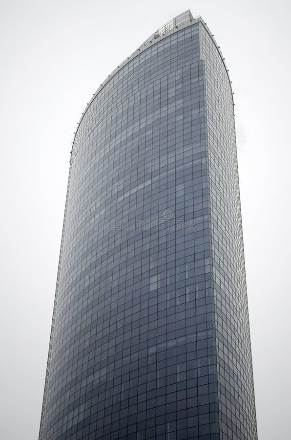 Ein hohes Gebäude ist ein Wolkenkratzer lizenzfreies stockfoto