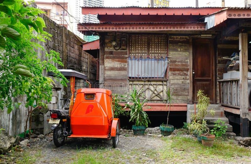 Ein Holzhaus bei Baclaran in Manila, Philippinen stockbild
