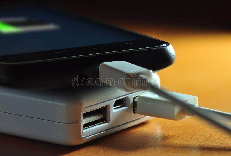 Powerbank und Mobile (Batterieindikator) lizenzfreies stockfoto