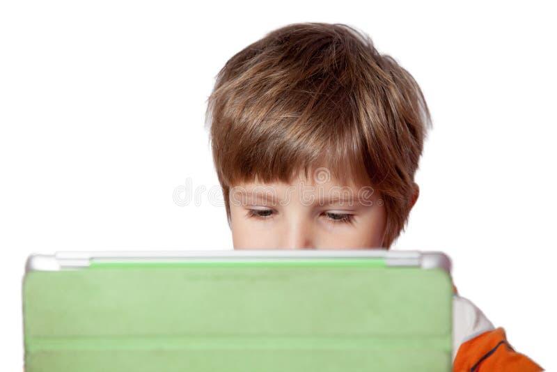 Ein Junge mit einem Tablet-Computer stockbilder