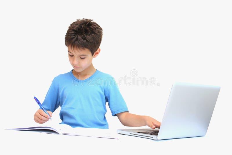 Ein Junge mit Heimarbeit lizenzfreie stockfotos