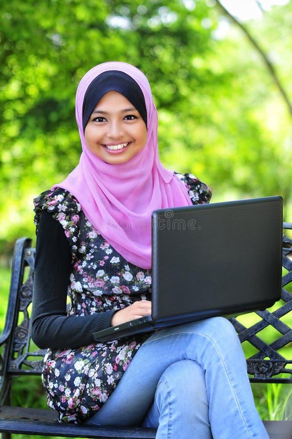 Ein Junge-Moslem-Frauen stockfoto