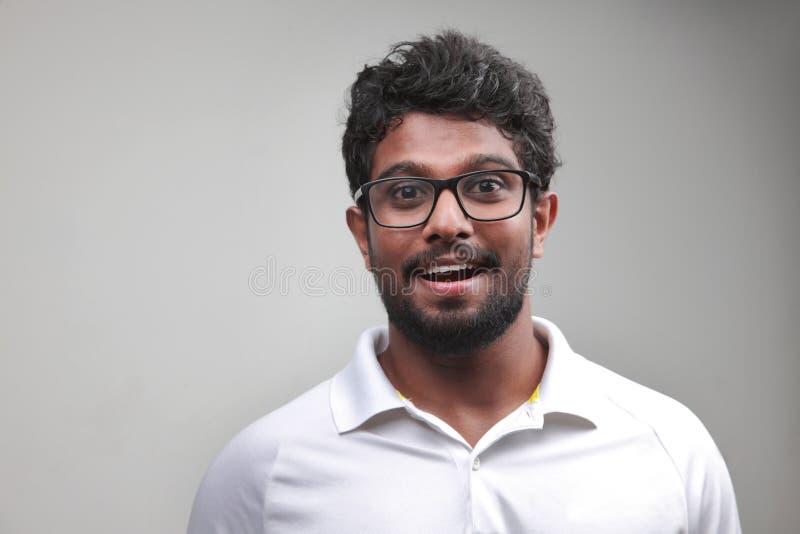 Ein junger Mann des indischen Ursprung lizenzfreie stockfotos