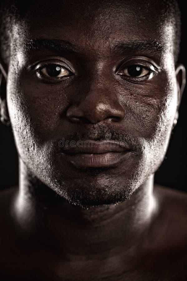 Ein junger schwarzer Mann stockfoto