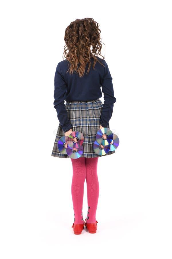 Ein junges Schulmädchen mit Lockenhaarholding CD oder dvd stockfotos