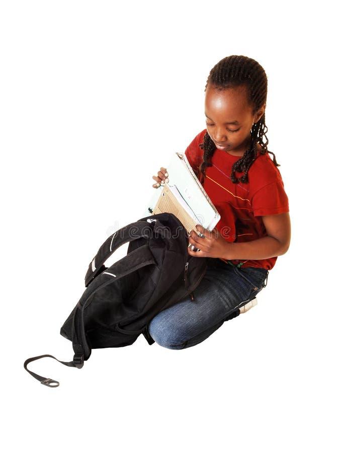 Jugendlich Mädchen mit Schulrucksack. stockbild