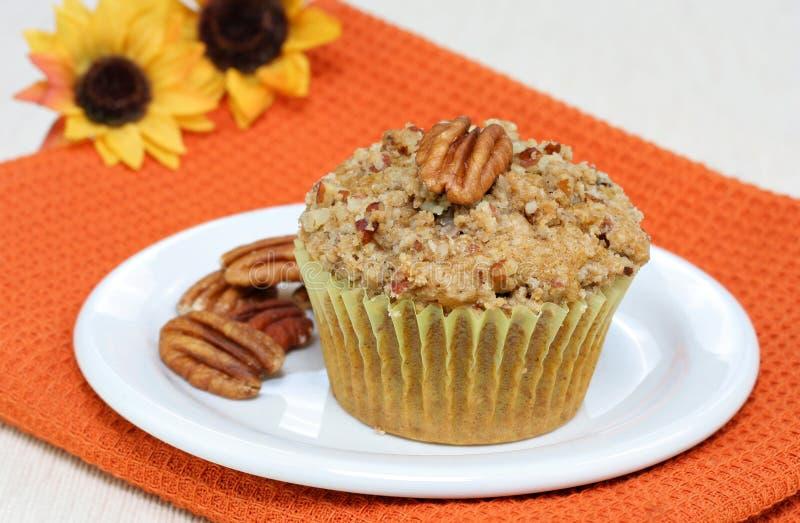 Ein Kürbis-Pekannuss-Muffin lizenzfreie stockfotos