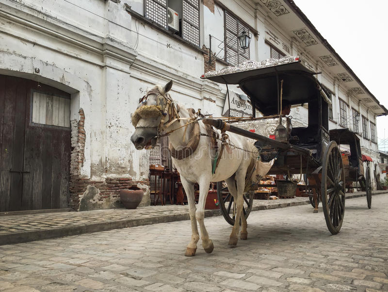 Ein Kalesa (oder Pferdewagen) in der historischen Stadt von Vigan lizenzfreie stockfotografie