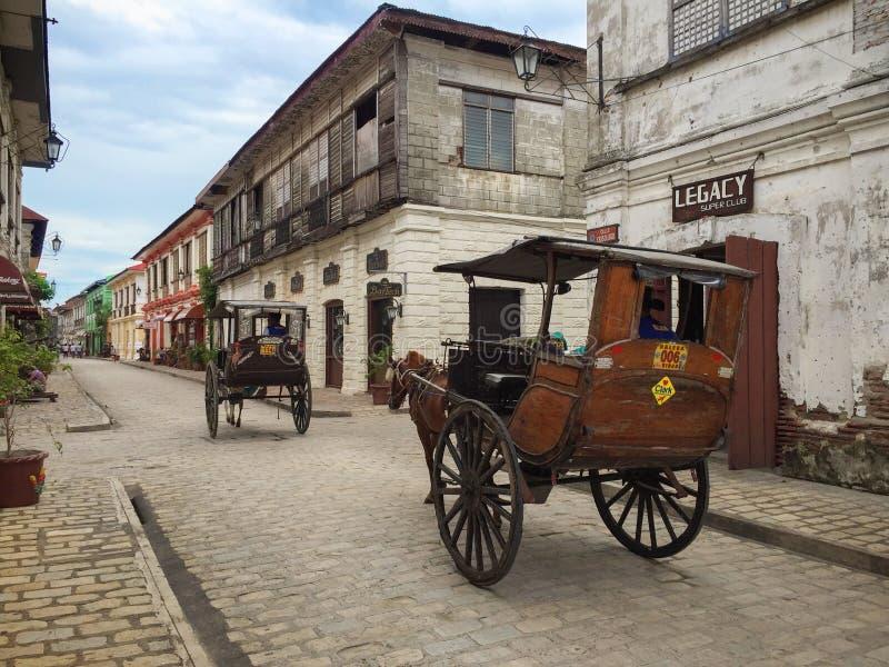 Ein Kalesa (oder Pferdewagen) in der historischen Stadt von Vigan stockbilder