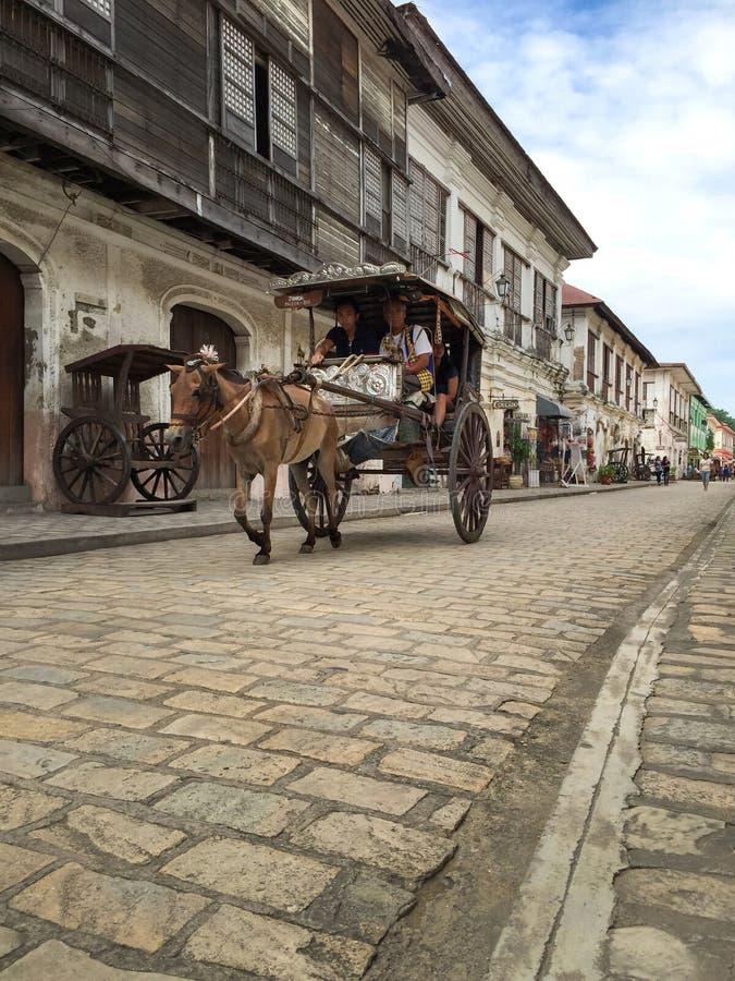 Ein Kalesa (oder Pferdewagen) in der historischen Stadt von Vigan lizenzfreies stockbild