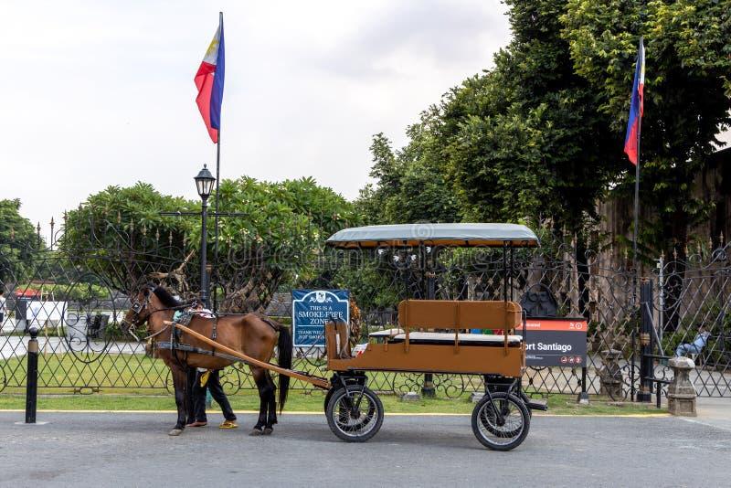 Ein kalesa Wartegäste an Intramuros, Manila, Philippinen, am 9. Juni 2019 lizenzfreie stockfotos