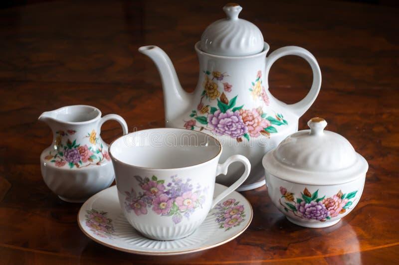 Ein keramischer Teesatz lizenzfreies stockbild