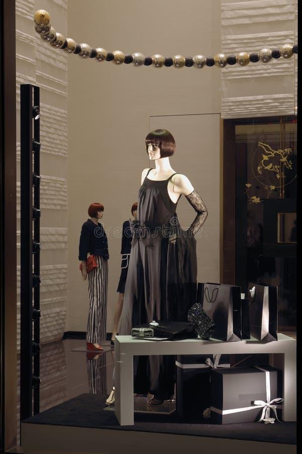 Kleidungsgeschäftsfenster stockfotos