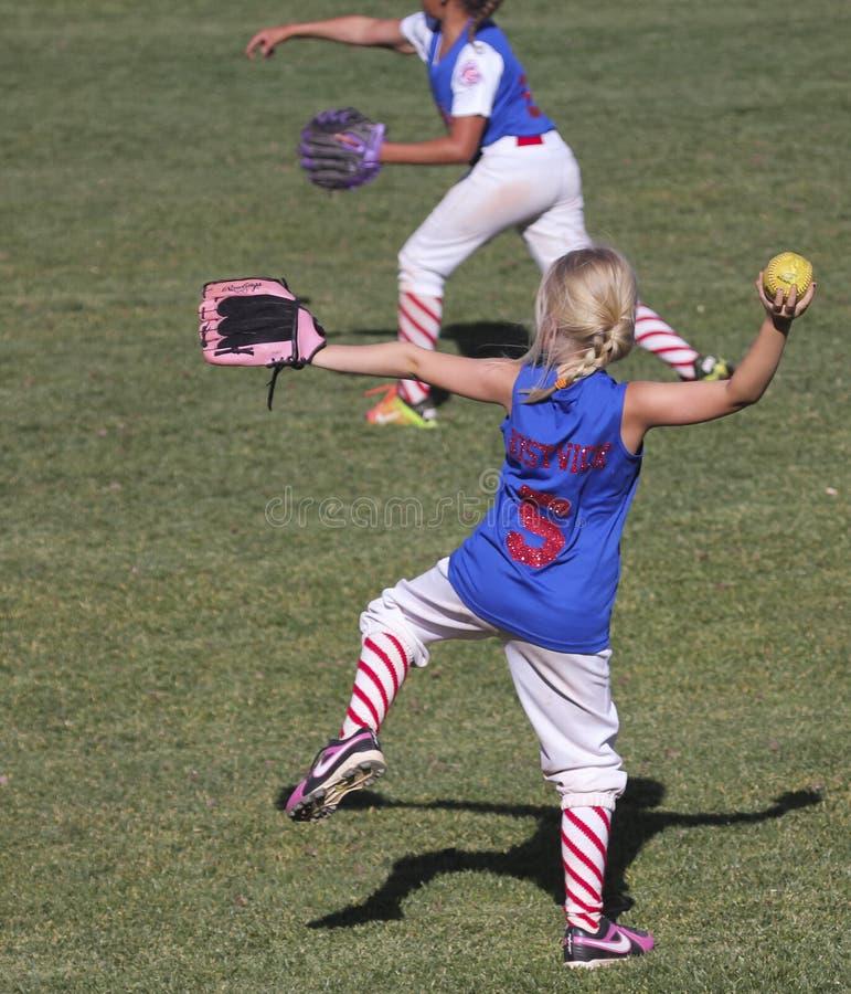 Ein kleine Liga-Mädchen-Softball-Spiel Summerlin lizenzfreies stockbild