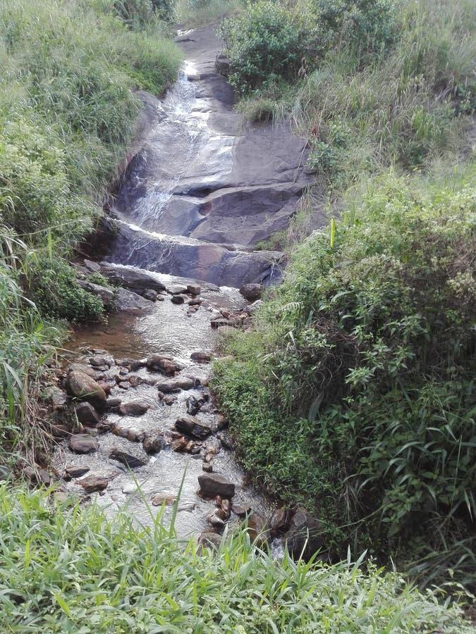 Ein kleiner Strom des Wasserkanisters wird genannt lizenzfreie stockfotos