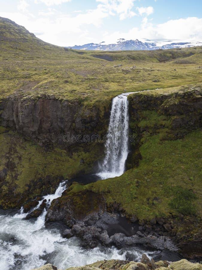 Ein kleiner Wasserfall auf dem Fluss Skoga stockbild