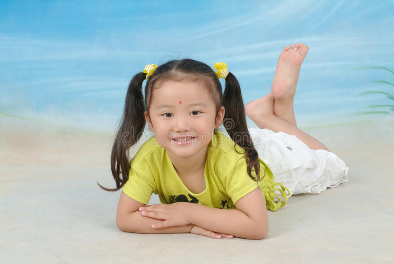Ein kleines chinesisches Mädchen stockfotos