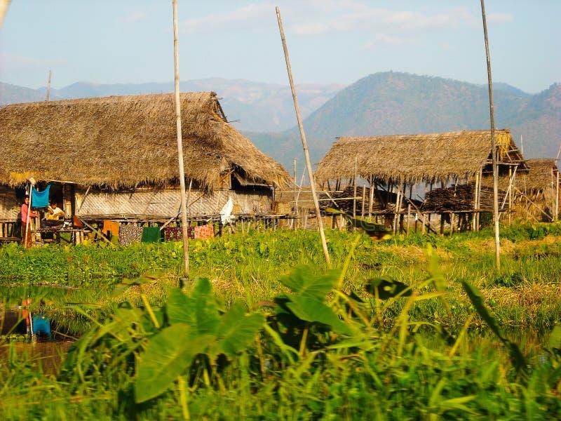 Ein kleines Dorf draußen von Birma lizenzfreies stockbild
