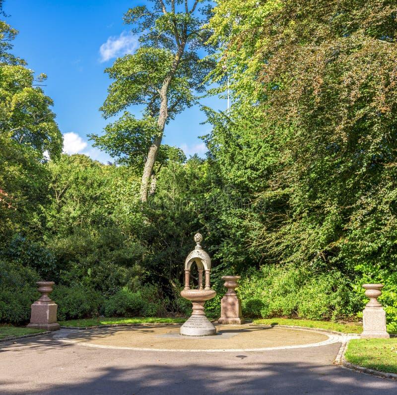 Ein kleines Gedenkdenkmal in Duthie-Park, Aberdeen lizenzfreie stockfotos