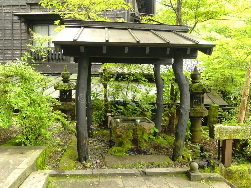 Ein kleines japanisches hölzernes Pavillion lizenzfreies stockfoto