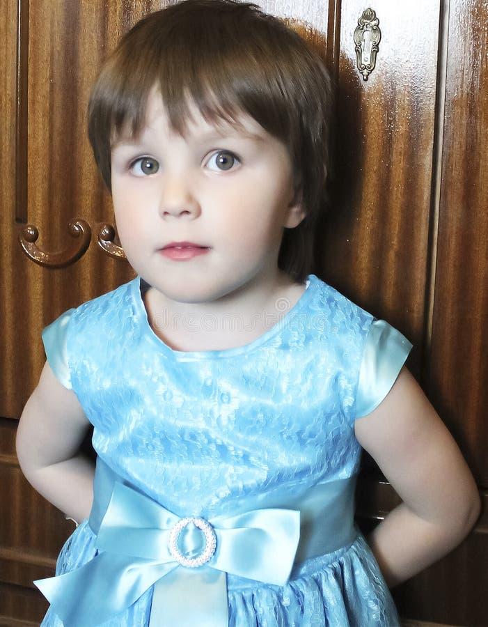 Ein kleines Mädchen lizenzfreie stockbilder