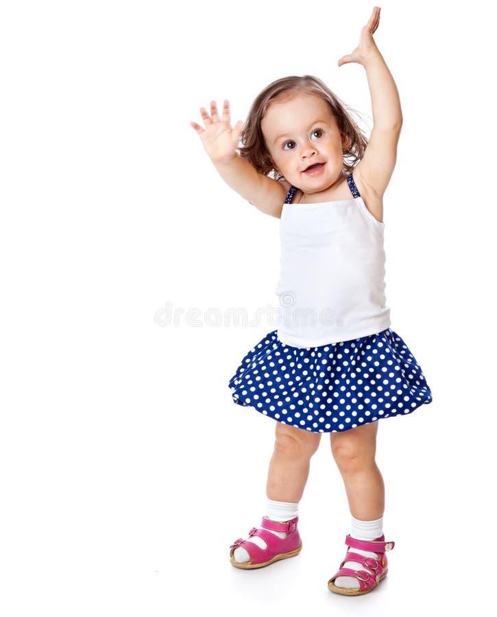 Ein kleines Mädchen wirft auf stockbild
