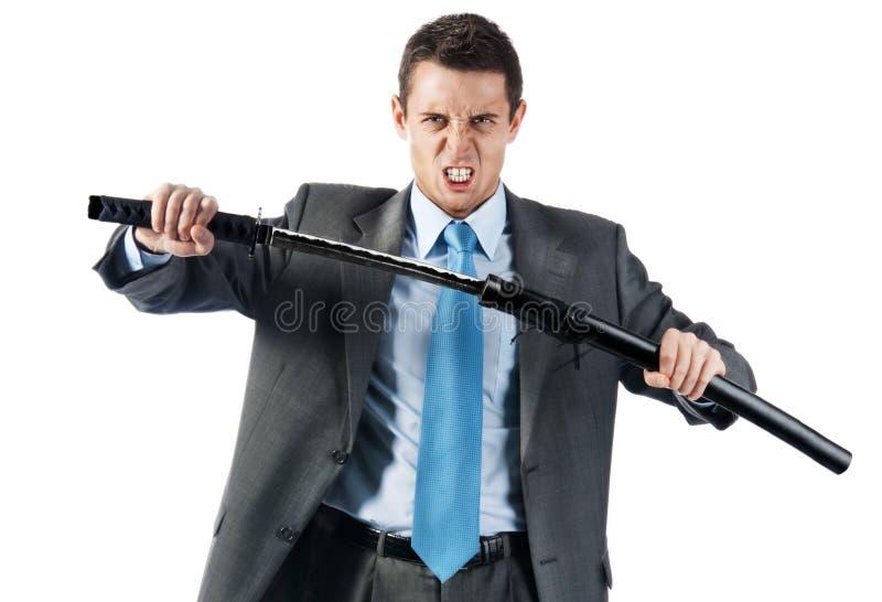 Ein konkurrenzfähiger Geschäftsmann mit japanischer Klinge stockbild