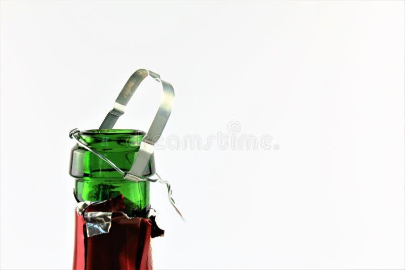 Ein Konzept Bild einer Sektflasche mit einem Korken- und Kopienraum lizenzfreies stockfoto