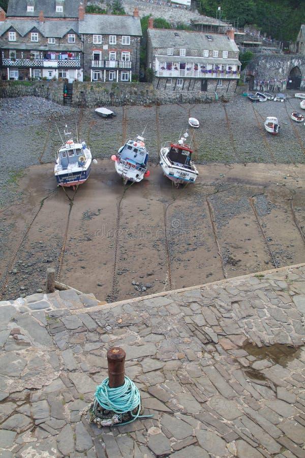 Ein kornischer Fischereihafen bei Ebbe lizenzfreies stockbild