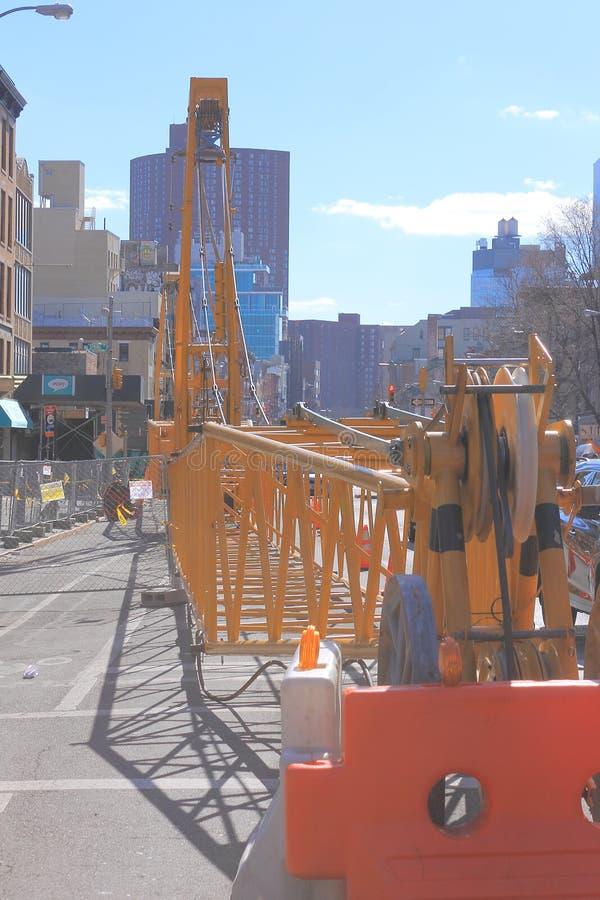 Ein Kran in der Straße, New York stockfotos