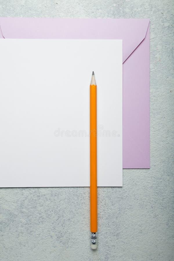 Ein leerer Buchstabe oder eine Einladung zu einem Feiertag lizenzfreies stockbild