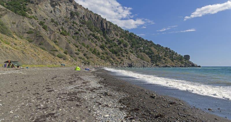 Ein leerer wilder Strand in der Krim stockfoto