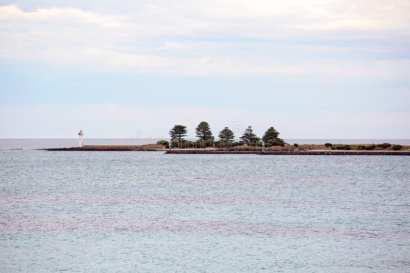 Ein Leuchtturm auf Rocky Point Of Port Fairy Australien lizenzfreies stockfoto