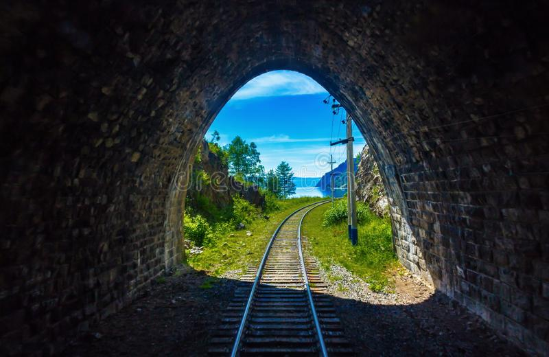 Ein Licht am Ende des Tunnels lizenzfreie stockbilder
