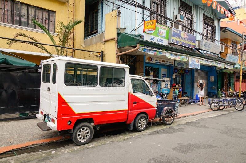 Ein LKW-Parken auf Straße bei Baclaran in Manila, Philippinen stockfoto