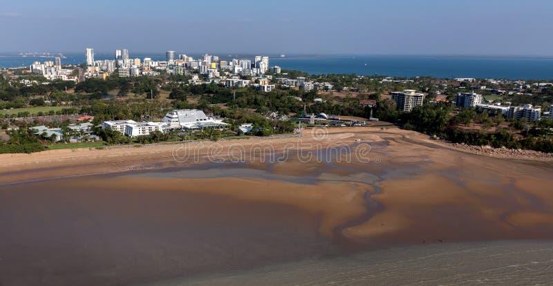 Ein Luftfoto von Darwin, die Hauptstadt des Nordterritoriums von Australien lizenzfreies stockfoto