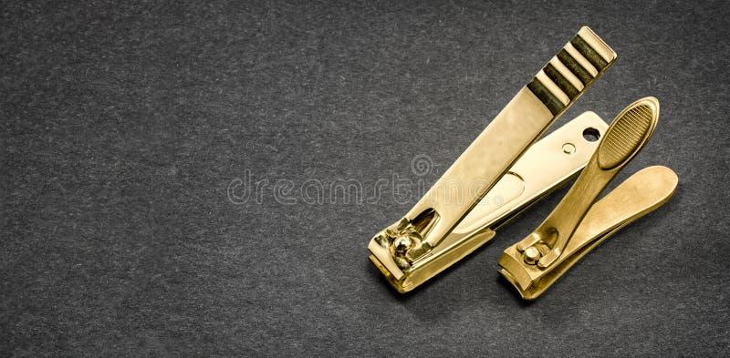 Ein Luxus- Paar des Gold-Chrome überzogenen Nagels Clippers stockbild