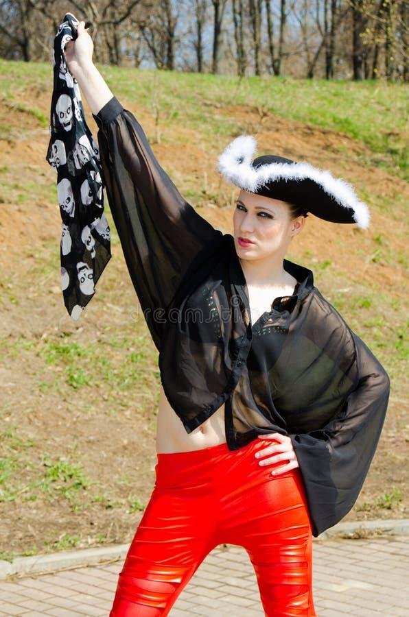 Ein Mädchen gekleidet als Pirat lizenzfreies stockfoto