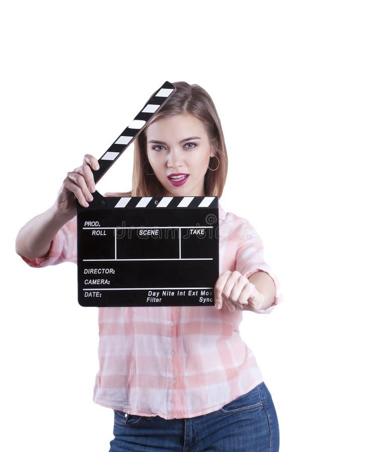 Ein Mädchen hält ein clapperboard und eine Aufstellung Getrennt auf weißem Hintergrund stockbilder