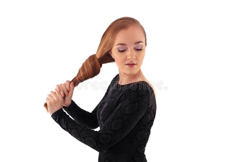 Ein Mädchen mit dem sehr langen Haar knotenpunkt Das Konzept des Lebensstils, Gussnaht stockbilder