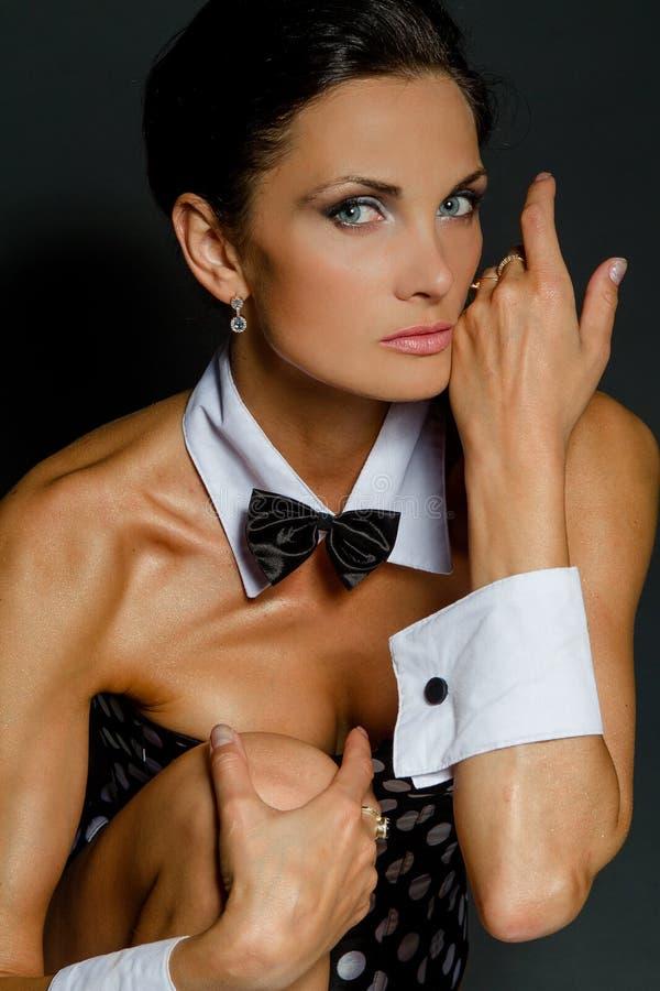 Ein Mädchen weared als Playboy stockfotografie