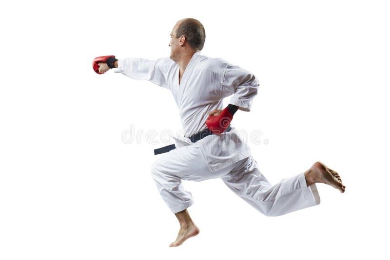 Ein Mann bildet einen Durchschlag die Hand im Sprung auf einem weißen Hintergrund aus stockfotografie