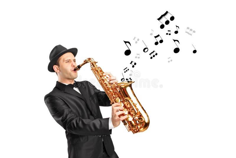 Ein Mann, der auf Saxophon spielen und Anmerkungen, die herauskommen stock abbildung