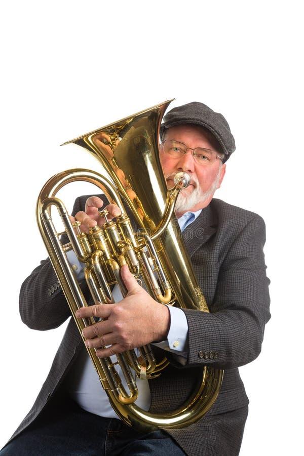 Ein Mann, der ein Baritonhorn spielt lizenzfreie stockfotos