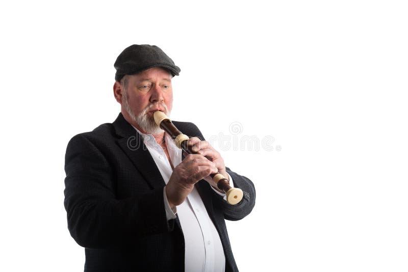 Ein Mann, der einen Recorder spielt lizenzfreies stockbild